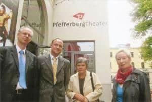 Beim Jubiläum mit dabei: Matthias Köhne, Bezirksbürgermeister Berlin-Pankow, Sascha Hilliger, Vorstandsvorsitzender Berlin PRO Prenzlauer Berg e. V., Hannelore Sigbjoernsen, Gründungsmitglied und Margrit Manz, CTOUR-Vorstandsmitglied (v. l.)  Pfefferberg Jubiläum Pro Prenzlauer Berg Fotos: CTOUR/H. – P. Gaul