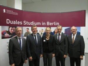 Hans-Henning Romberg, Marcel Tischer, Studentin Antonia Markgraf, Prof. Dr. Dr. Soller, Designchef flying graphic R. Wudtke (v. r.)