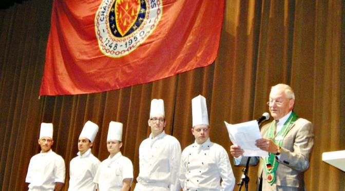 Die fünf von der Chaîne des Rôtisseurs für 2012 gekürten besten Jungköche in Berlin und Brandenburg, vorgestellt von Bailli Thomas Wachs.