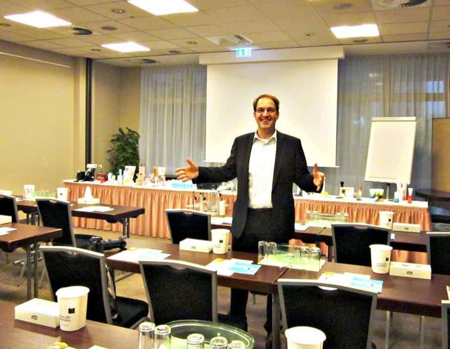 Geschäftsführer Markus Bähr stellte den CTOUR-Journalisten die vielfältigen Tagungsräume des Hotels vor.