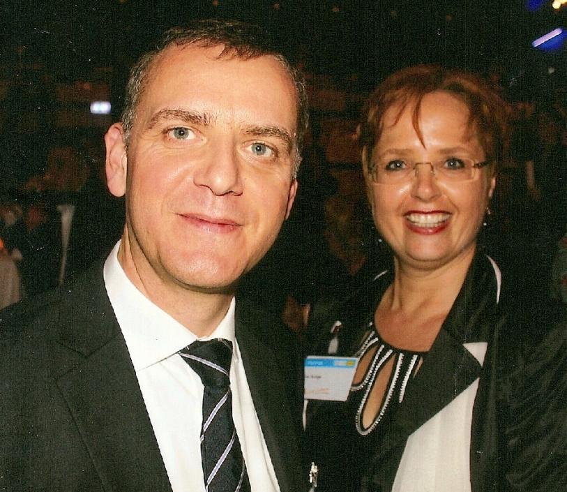 Bettina Bunge, Geschäftsführerin der Dresden Marketing GmbH, hier mit REWE-Kommunikationschef Tobias Jüngert, freut sich bereits auf die Programmvorstellung 2013 in Dresden