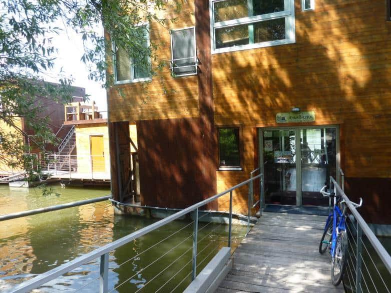 Das neue schwimmende Hostel Arkabarka