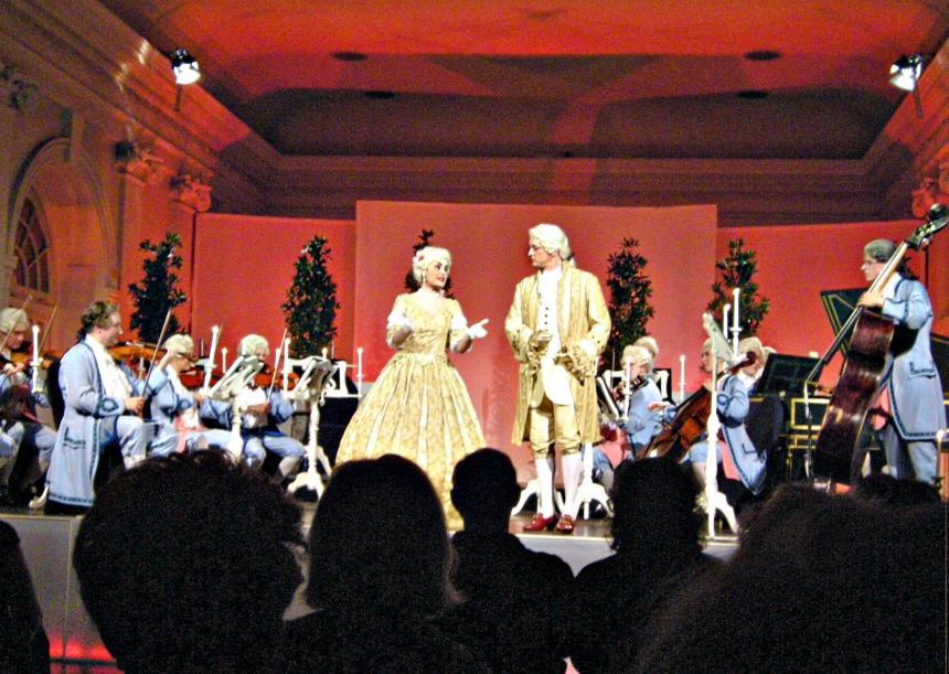 Das 1000. Konzert des Berliner Residenz Orchesters am 25. Februar in der Großen Orangerie des Schlosses Charlottenburg mit den Solisten Arpine Oganyan (Sopran) und Martin Schubach (Bariton) war auch für mehrere CTOURisten ein musikalischer Hochgenuß.