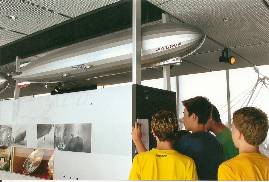 Im ehemaligen Hafenbahnhof Friedrichshafen: das Zeppelin-Museum präsentiert die weltweit umfangreichste Sammlung zur Geschichte und Technik der Zeppelin-Luftschifffahrt. 2012 wird 100 Jahre Wasserflug am Bodensee gefeiert.