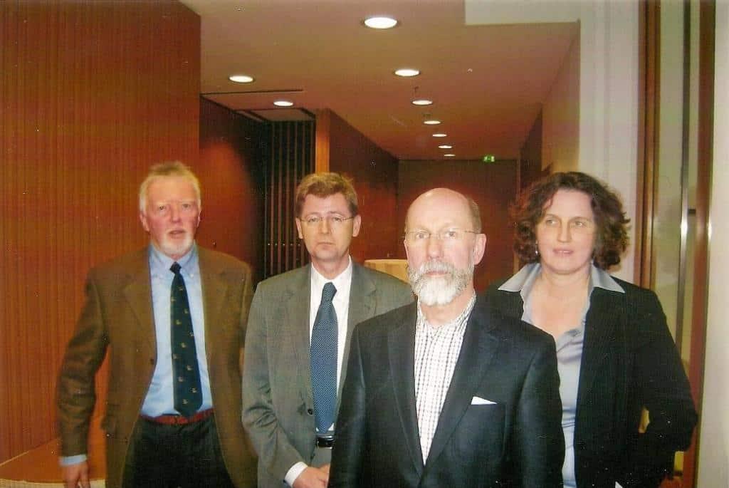 Beantworteten im Tagungszentrum der Bundespressekonferenz in Berlin die Fragen der Journalisten: Dr. Clara Schlaich, Dr. Uwe Ricken, Dr. Tomas Jelinek und Dr. Klaus-Herbert Seidenstücker (v.r.)