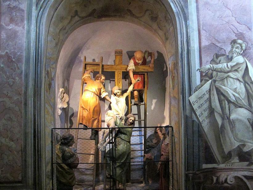 Cerveno - Jesus wird vom Kreuz genommen.