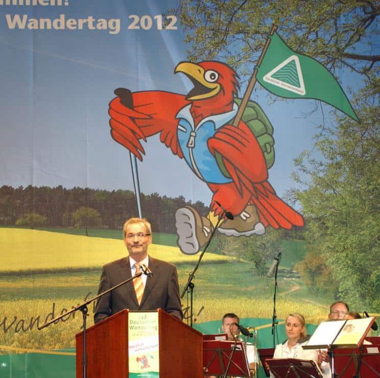 Brandenburgs Ministerpräsident Matthias Platzeck rechnet damit, dass der Deutsche Wandertag dem Wandertourismus in Brandenburg einen Schub verleiht.