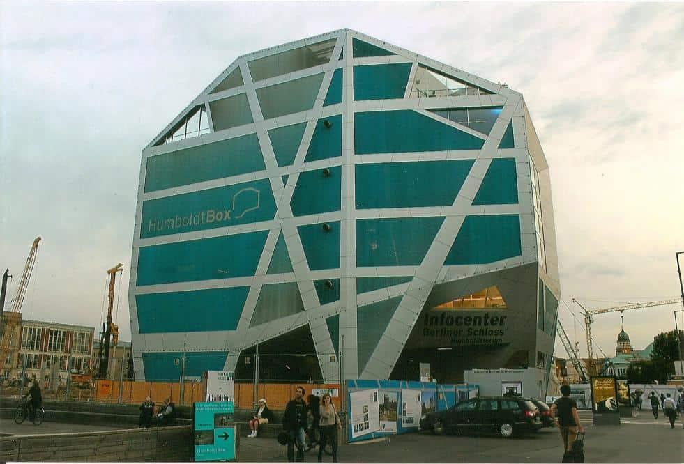 Die Humboldtbox ist zu einer beliebten Touristenattraktion in Berlin geworden