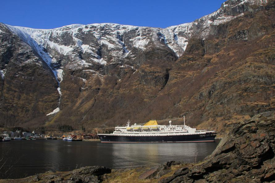 MS Azores in Flam