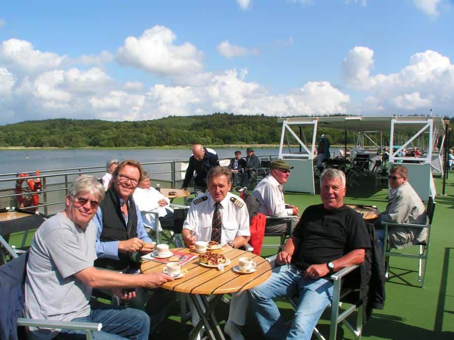 Viererrunde mit Wolfgang Lippert ( 2.v.l.) an Deck in Ralswiek