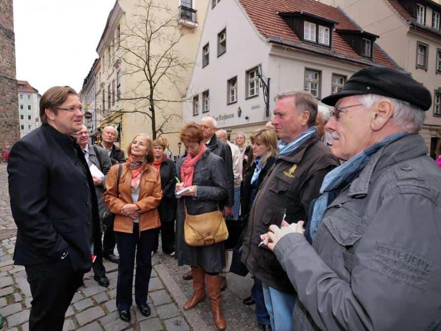 Berliner Historie aus Harzer Sicht: Dr. Christian Juranek, Schlossherr aus Wernigerode, und CTOURisten.
