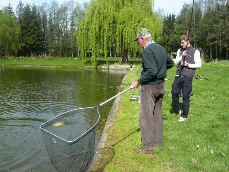 Angeln am Teich von Carsbach