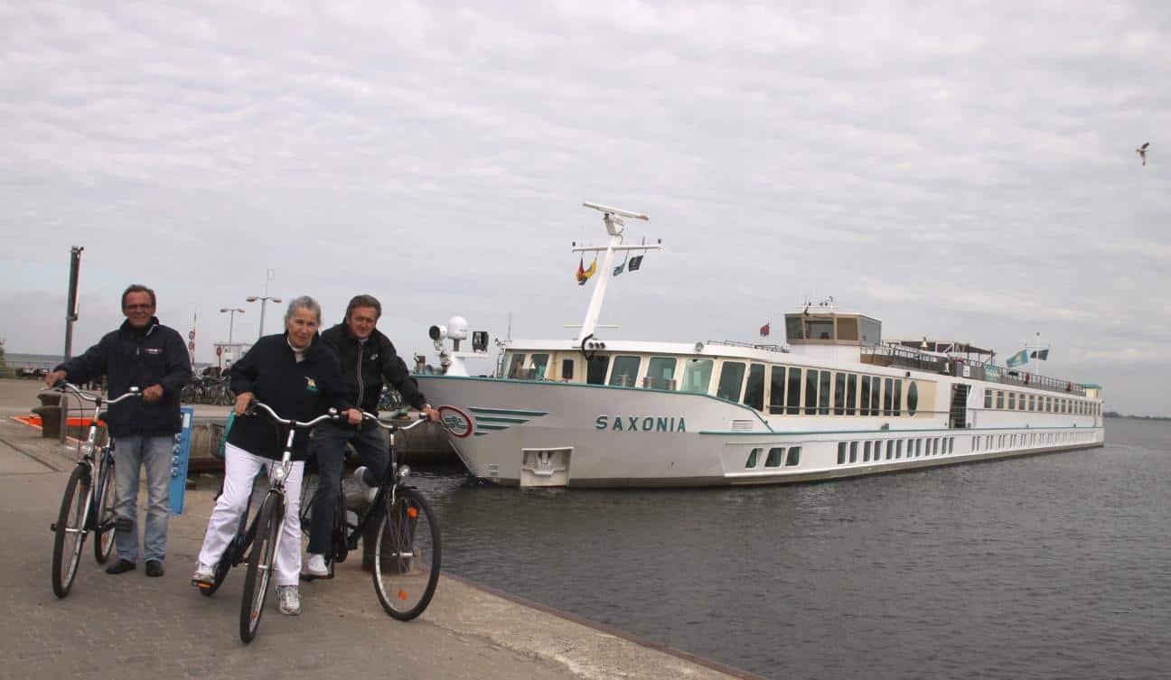 Start der Hiddensee-Radtour in Vitte vor der MS Saxonia