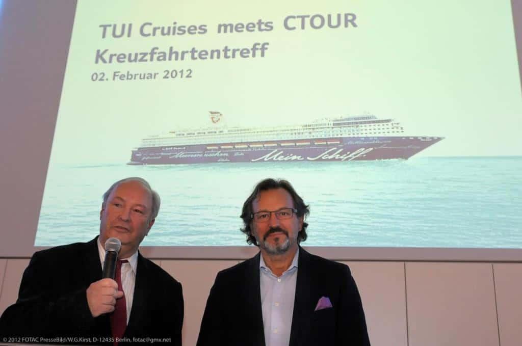 "CTOUR-Vorstandssprecher Hans-Peter Gaul begrüßt CEO Richard J. Vogel (r.) zum Medienabend ""TUI Cruises meets CTOUR"""