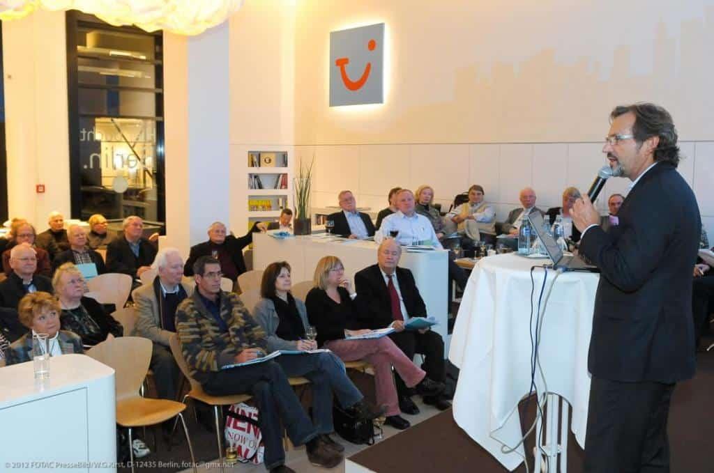 CEO Richard J. Vogel während seiner Präsentation vor CTOUR-Mitgliedern und Gästen in der World of TUI Berlin