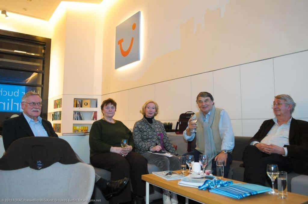 Ronald Keusch (r.) mit weiteren CTOUR-Mitgliedern beim Medienabend in der World of TUI Berlin