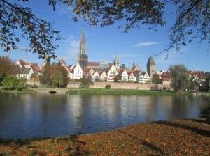 Panoramablick auf die Ulmer Altstadt mit Münster an der Donau Foto: CTOUR/Hans-Peter Gaul