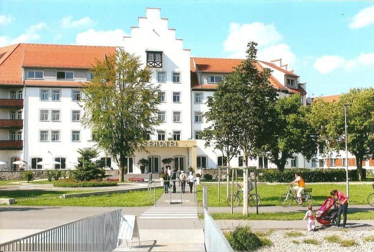 Seehotel am Kaiserstrand: seit 2010 ist das 4-Sterne-Hotel der RIMC in Lochau/Vorarlberg ein ganzjährig gefragtes Ziel von Touristen, Wellness- und Tagungsgästen. Neben dem 900 m/2 großen Wellness-Bereich ist das moderne Badehaus im Bodensee mit Blick auf Bregenz ein besonderes Highlight.