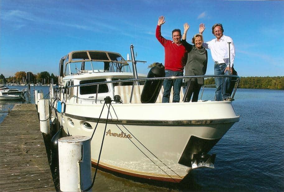 """Rainer Löber, Katrin Reiche-Kurz und Harm van der Wal (v.r.) an Bord der """"Aurelia"""""""