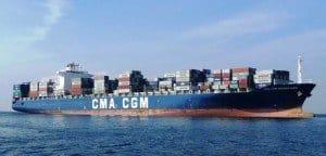 Die CMA CGM BAUDELAIRE läuft in den Hafen von Durban, Südafrika, ein