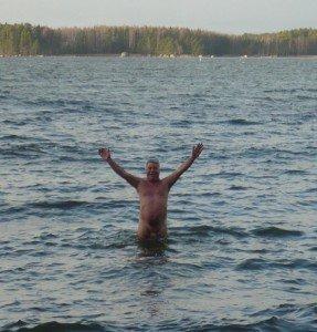 Winterliches Bad im finnischen Meerbusen