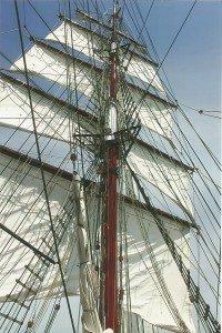 """Segelschiff """"Aphrodite"""" unter vollen Segeln vor Rügen"""