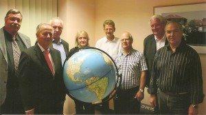 Dr. Tomas Jelinek (Bildmitte) mit Teilnehmern am CTOUR special im Berliner Centrum für Reise- und Tropenmedizin Foto: Hans-Peter Gaul