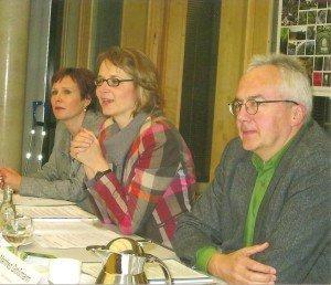 Auf der Pressekonferenz in der Landesvertretung Thüringens beim Bund: Heidi Günther, Geschäftsführerin Eisenach-Wartburgregion Touristik, Katja Wolf, Oberbürgermeisterin, und Manfred Grossmann, Leiter des Hainicher Nationalparks