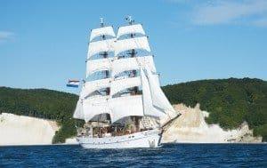 Blick auf die rahgetakelten Masten der Segel-Schönheit