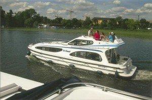 CTOURisten auf Hausboottour in Potsdam