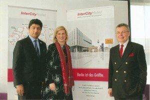 Direktorin Steffi Wisotzky mit Vorstandschef Puneet Chhatwal (l.) und Geschäftsführer Joachim Marusczyk Foto: Hans-Peter Gaul