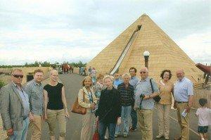 CTOURisten vor der Pyramiden-Wasserrutschbahn im Freizeitpark BELANTIS ...
