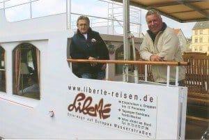 Johann G. Magner (l.) und Dr. Peer Schmidt-Walther an Bord von MS Liberte