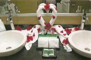 Liebevolle Begrüßung in einem Badezimmer der RIU-Hotels