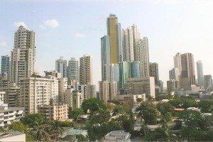 Blick von der Terrasse des RIU Plaza Panama auf die Skyline der Millionenmetropole Panama-City