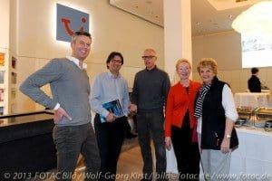 Frank Stoll und Mario Köpers nach einem Pausengespräch mit den CTOURisten Lutz Schönfeld, Margrit Manz und Margot David (v. l.)