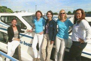 Alexa Hüner (TUI-Unternehmenskommunikation), Ilka Lauenroth (TUI-Managerin Hausbootferien), Katja Meinken-Wiedemann (Le Boat-Pressesprecherin), Angelika Jacobs (TUI-Produktmanagerin) und Nicole Hillert (Le Boat-Basisleitung Deutschland) v. l. n. r.
