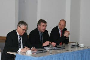 TMB-Geschäftsführer Dieter Hütte, Brandenburgs Wirtschafts- und Europaminister Ralf Christoffers, Pressesprecher Steffen Streu (v. l.)