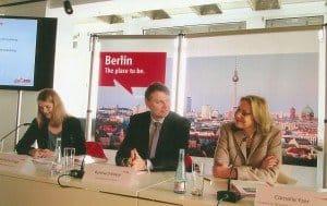 Wirtschaftssenatorin Cornelia Yzer, VisitBerlin-Geschäftsführer Burkhard Kieker und Pressesprecherin Katharina Dreger (v. r.)