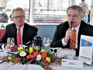 Die beiden Geschäftsfüher Horst Loch (r.) und Jürgen Meier informierten die Journalisten