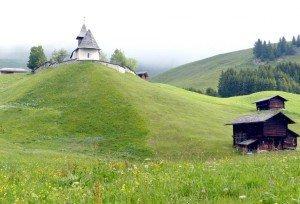 """Das """"Bergkirchli"""" in Arosa stammt aus dem 15. Jahrhundert Foto: Bernd Siegmund"""