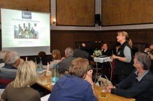 """Wikinger Reisen-Präsentation mit Eva Machill-Linnenberg im Szene-Gasthaus """"Max & Moritz"""" Fotos: W.-G.-Kirst (FOTAC)"""