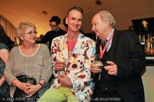 Geschäftsführer Frank Grafenstein (Mitte) mit Layouterin Christa Aschendorff und Hans-Peter Gaul während der Grafenstein/CTOUR-Party in der Riva-Bar Fotos: W. – G. Kirst, H. – P. Gaul, N. Pfefferlein, H. Schwartz, privat