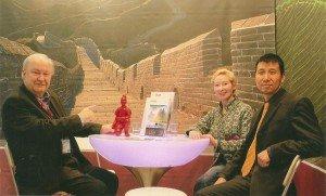 Hans-Peter Gaul, Vorstandssprecher von CTOUR, und Margrit Manz im Gespräch mit LIU Guosheng, China Tours