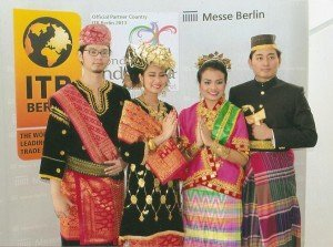 Am Stand von Indonesien
