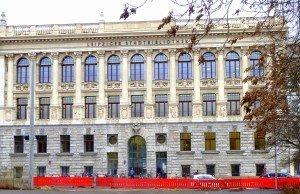 Kann sich sehen lassen - die Leipziger Stadtbibliothek. mit einem Bestand von 430 000 Medien aus Papier bis digital Foto: H. Schmidt