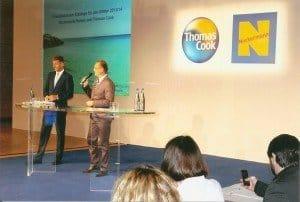 Michael Tenzer, Vorsitzender der Geschäftsführung der Thomas Cook Touristik GmbH (l.) und Kommunikationschef Mathias Brandes während der Winterkatalog-Vorstellung in Essen Foto: Hans-Peter Gaul