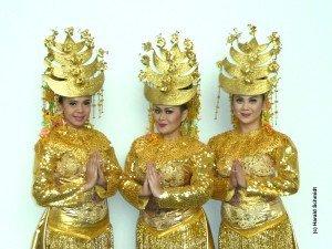 Die goldenen Tänzerinnen aus Jakarta.