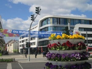 Blumenschmuck am Brandenburger Hbf