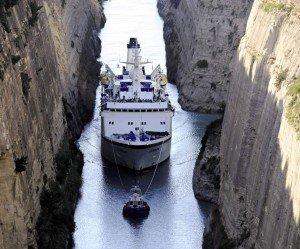 MS Berlin im Kanal von Korinth